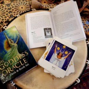 קלפי האורקל של האלות עם ספר